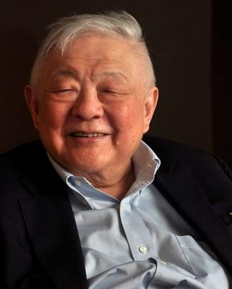 Ming Cho Lee headshot